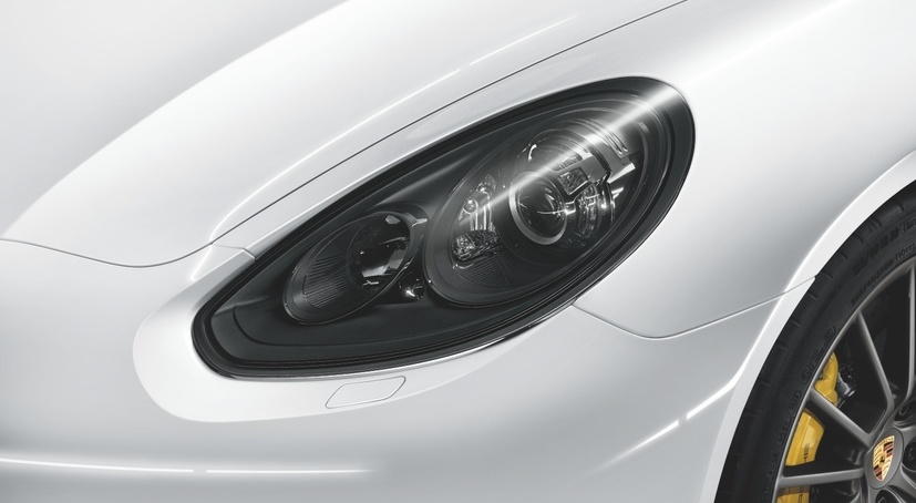 Bi-Xenon Darkened Main Headlights incl. Porsche Dynamic Light System (PDLS)